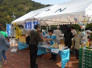 KSI71(教職員チーム)による「三育応援弁当」「三育バーガー」販売